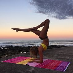 Amazing photos of woman who taught herself yoga using Instagram