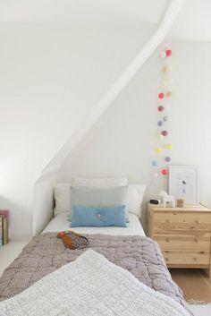 Este dormitorio infantil es una inspiración para crear un espacio funcional y cálidamente decorado. | Decorar tu casa es facilisimo.com