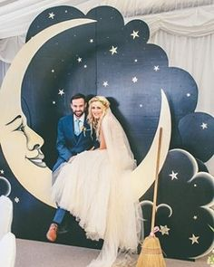 Gorg #starrynight #moon backdrop at this wedding! Photo via #onefabday