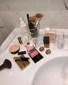 Image shared by ℒ. Find images and videos about beauty, makeup and girls classy luxury on We Heart It - the app to get lost in what you love. Makeup Kit, Skin Makeup, Makeup Inspo, Makeup Inspiration, Luxury Beauty, My Beauty, Beauty Skin, Beauty Makeup, Beauty Nails