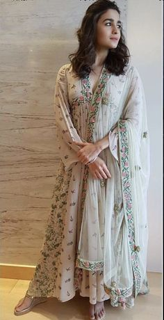 Alia Bhatt Biography - Age, Height, Wiki, Family & More - BuzzzFly Anarkali Dress, Pakistani Dresses, Indian Dresses, Indian Outfits, Indian Clothes, Pakistani Clothing, Desi Clothes, Anarkali Suits, Indian Attire