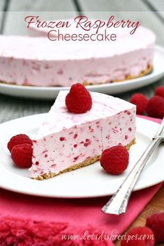 Frozen Raspberry Cheesecake | This cool and creamy raspberry cheescake, made with fresh raspberries, is an easy dessert that everyone will love. #recipe