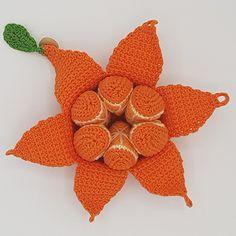 Gratis opskrift på hæklet Appelsin - Karlas appelsin - Rito.dk Dinosaur Stuffed Animal, Orange, Crochet, Animals, Rose, Products, Knit Patterns, Dots, Creative Crafts