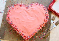 Make yummy heart-shaped cake without heart-shaped pan http://www.handimania.com/cooking/heart-shaped-cake.html