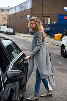 """ Gigi Hadid leaving Zayn Malik's apartment in London, England (12/20/2015) """