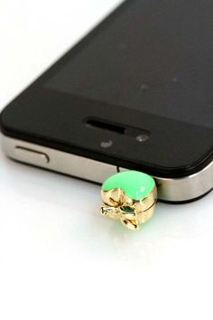 Apple iPhone Plug, prevents headphone jack from getting dusty. Love it but different colors would be fabulous :)  ....need this for a Droid!