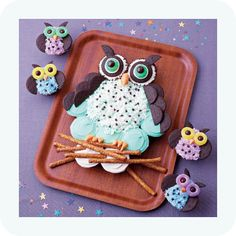 How easy would this be!!!!! Someone please have an owl theme party so I can do this!  Night owls cupcakes by Family Fun    Blogged @ www.myowlbarn.com