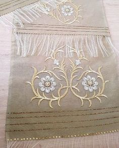 This Pin was discovered by İmr Gold Embroidery, Embroidery Dress, Embroidery Stitches, Gold Work, Machine Embroidery Designs, Design Elements, Floral Design, Decorative Boxes, Crochet