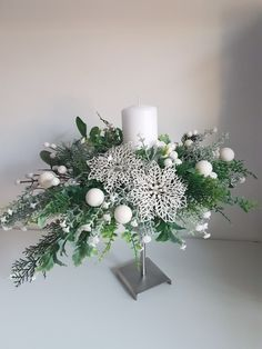 Christmas Candle Decorations, Christmas Flower Arrangements, Candle Arrangements, Christmas Flowers, Christmas Table Settings, Candle Centerpieces, Christmas Candles, Diy Christmas Ornaments, Christmas Wreaths