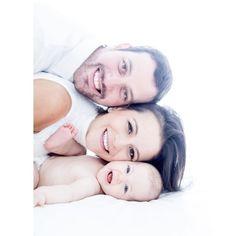 """1,065 curtidas, 13 comentários - Fotógrafa Por Paixão ❤ (@fernandabozzafotografia) no Instagram: """"Retrato de família! Aquela posadinha mais descontraída. #ensaiodefamilia #stella #6meses. @prifujii"""" Family Photos With Baby, Monthly Baby Photos, Newborn Baby Photos, Newborn Photography Poses, Newborn Baby Photography, Mom Dad Baby, Foto Baby, Cute Baby Pictures, Family Posing"""