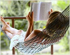 ... Através de cada capítulo,  vou à lugares e momentos tão reais,  Que quase se pode tocar...  A música pode ser ouvida,  Os aromas sentidos,  E até ficam no ar...  Prazer imenso,  Instantes intensos...  Olhos ávidos,  Pensamentos absorvidos...  Entregando-se ao fascínio,  Rompendo limites,  Vivendo a magia de ler um livro...    Butterfly ੴ