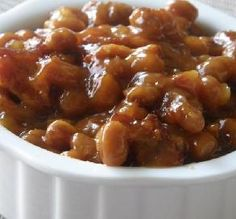 BAKED BEANS - My aunt has been bringing these beans to cookouts for as long as I can remember. She finally parted with the recipe. I was surprised at the ease. They bake up so good. Grilled Side Dishes, Baked Bean Recipes, Beans Recipes, Chicken Recipes, Grilling Sides, Soup Appetizers, Summer Side Dishes, Baked Beans, Side Dish Recipes