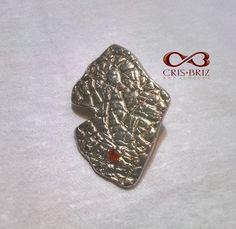 Ginkgo biloba leaf, pendant, oxidized silver with garnet Leaf Pendant, Oxidized Silver, Metal Clay, Jewelry Art, Garnet, Enamel, Jewels, Accessories, Granada