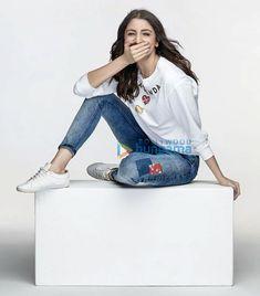 Anushka Sharma Anushka Sharma Virat Kohli, Virat And Anushka, Bollywood Girls, Bollywood Actress, Actress Anushka, Indian Celebrities, Bollywood Celebrities, Prettiest Actresses, Casual Outfits