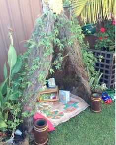 Lots of cubby house/fort/shelter ideas - ooooh so cool! Great site for outdoor Reggio idea Natural Play Spaces, Outdoor Play Spaces, Outdoor Fun, Eyfs Outdoor Area, Outdoor Forts, Outdoor Games, Outdoor Ideas, Cubby Houses, Play Houses
