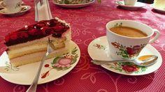 Hier kann man es sich nach ostfriesischer Manier gut gehen lassen - in der Teescheune der Mühle Wichers in Weener!