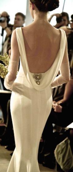 Oscar de la Renta backless gown @thenewgrandmom.com
