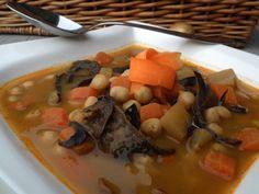 Zdravá zimná polievka s cícerom a hubami - Fitshaker Pot Roast, Thai Red Curry, Ale, Ethnic Recipes, Food, Carne Asada, Roast Beef, Ale Beer, Essen