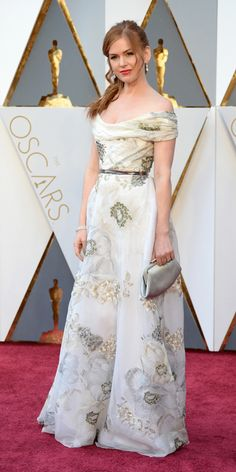 2016 THE 88th OSCARS ACADEMY AWARDS Red Carpet - Isla Fisher in Marchesa