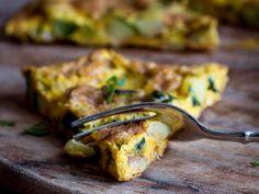 La frittata curry e zucchine ha un gusto delizioso ed insolito, che profuma d'oriente. Leggi la ricetta!