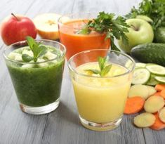 """Can a juice cleanse really put your body in """"cleanse mode""""? Does a cleanse give your digestive system a much-needed rest? Here is what experts have to say about the facts and fictions surrounded juice cleanses. Detox Diet Drinks, Detox Juice Recipes, Diet Recipes, Detox Juices, Cleanse Recipes, Kidney Detox Cleanse, Body Cleanse, Different Fruits And Vegetables, Raw Vegetables"""