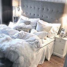 This bed looks so cozy. Pinterest - @xkvtx