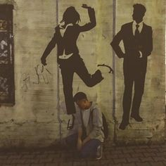 Хотел отметить на фотке Жизнь но не нашел ее профиль в Инстаграме. __ Photo @s_lushanov __  #vsco #streetart #street #urban #guy #bar #club #moscow #people #graffiti #art #wall #walk by dettcom