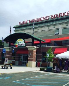 We love Michigan Farmers Markets! Here are 7 of them around the Great Lakes state sure to grow on you!