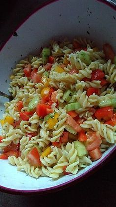 Bunter Nudelsalat ohne Mayonnaise 1 Petra, Party Finger Foods, Tortellini, Pasta Dishes, Yummy Pasta Recipes, Easy Healthy Recipes, Salad Recipes, Vegetarian Recipes, Mayonnaise