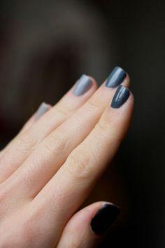 Grey nail polish gradiant