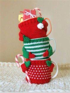 Hand knitted sweaters for coffee mugs Crochet Mug Cozy, Crochet Gifts, Diy Christmas Mugs, Christmas Star, Handmade Christmas, Christmas Decorations, Christmas Stockings, Christmas Sweaters, Yarn Crafts