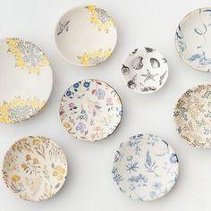 山野辺彩さんは益子に居を構える若手の陶芸家さん。 器というキャンバスの中に絵を描くような、物語をひとつひとつの器に閉じ込めたような素敵な器を作る作家さんです。