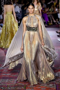 Défilé Zuhair Murad Haute Couture Automne-Hiver - Paris - Elle - Welcome to our website, We hope you are satisfied with the content we offer. Runway Fashion, High Fashion, Fashion Show, Fashion 2020, Style Couture, Haute Couture Fashion, Paris Couture, Abed Mahfouz, Zuhair Murad Dresses