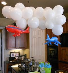Balloon clouds with airplanes . Balloon clouds with airplanes … Planning Martin Aviation's company anniversary Planes Birthday, Planes Party, Birthday Table, Third Birthday, 3rd Birthday Parties, Birthday Fun, Birthday Ideas, Airplane Party Favors, Gold Birthday