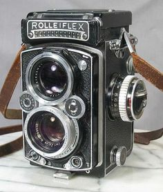 Google Image Result for http://theinvisibleagent.files.wordpress.com/2009/05/rolleiflex.jpg%3Fw%3D460%26h%3D543