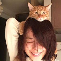 猫を肩車するのが昔から好き。 ハニオの顔に注目。