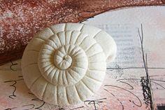 How to make a snail shell with salt dough. www.deschdanja.ch