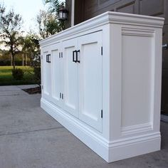DIY Sideboard - Frills and Drills Woodworking Projects That Sell, Diy Wood Projects, Diy Woodworking, Furniture Projects, Furniture Plans, Home Projects, Diy Furniture, Sideboard Furniture, Popular Woodworking