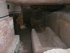 tombe in cassa di tufo tardo antiche al di sotto della chiesa di San Paride ad Fontem