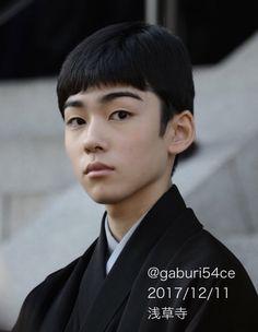 市川染五郎さんの長男・松本金太郎さんが恐ろしいほど攻撃力の高い美少年だった #高麗屋三代襲名お練り - Togetter