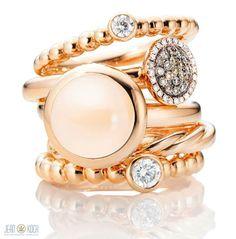 Ein Ring-Mix aus Roségold, kombiniert mit Mondstein und Diamanten aus der Kollektion von Capolavoro.