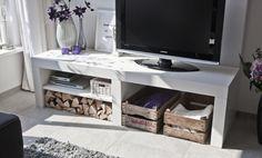 Stoer en robuust audio / tv-meubel van massief hout. Gezien op: http://www.castorinterieur.nl/audio-meubels