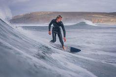 Gliding / Presqu'Île de Crozon Lineup, Surfing, Winter Jackets, Mountains, Winter Coats, Winter Vest Outfits, Surf, Surfs Up, Bergen