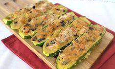 Courgettes farcies au thon WW - Plat et Recette - The Best Whole Recipes Family Vegetarian Meals, Easy Family Meals, Vegetarian Recipes, Vegetarian Nachos, Tuna Recipes, Ww Recipes, Easy Healthy Recipes, Healthy Protein Breakfast, Healthy Lunches For Kids