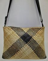 Contemporary Maori Weaving : Traditional techniques, patterns and fibres. Individually crafted from New Zealand flax& har. Flax Weaving, Bamboo Weaving, Basket Weaving, Hand Weaving, New Zealand Flax, Simple Geometric Pattern, Maori Designs, Art Diary, Maori Art