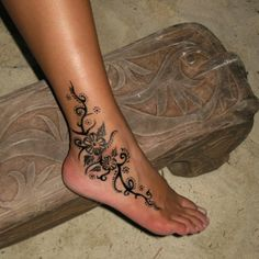 Only the best free Ivy's Foot Tattoo Designs For Women tattoo's you can find online! Ivy's Foot Tattoo Designs For Women tattoo's to print off and take to your tattoo artist. Vine Tattoos, Leg Tattoos, Body Art Tattoos, Tattos, Small Tattoos, Anklet Tattoos, Sleeve Tattoos, Ankle Tattoo Designs, Tattoo Designs For Girls