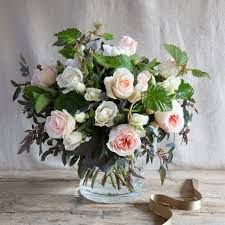 A delicate arrangement of three glorious English David Austin scented roses against a backdrop of fresh foliage to bring the best of the English summer direct to your door. Flower Company, Luxury Flowers, English Roses, Fresh Green, Real Flowers, Flower Delivery, Glass Vase, Backdrops, Floral Wreath