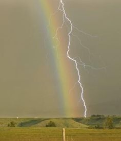 Rainbow and lightning | Spectacular natural phenomena photos - Yahoo News UK