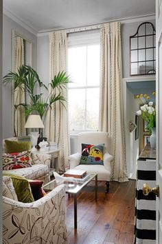 We take a look at the interior design projects of Beata Heuman, and her comfortably modern, highly colourful look. Small Living Rooms, My Living Room, Living Room Furniture, Living Room Designs, Living Spaces, Modern Living, Decor Inspiration, Living Room Inspiration, Best Interior