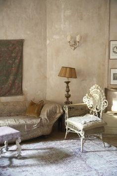 Country French Antiques: Profiling a Pied a Terre Living Area, Living Spaces, Living Room, Magical Home, French Walls, Beautiful Dining Rooms, House Beautiful, Wall Finishes, Textured Walls